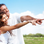Couple pointing away — Stock Photo