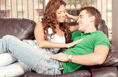 Erkek arkadaşı ile flört preety kadın — Stok fotoğraf