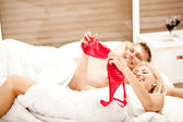 Naked couple in bed — Stock Photo