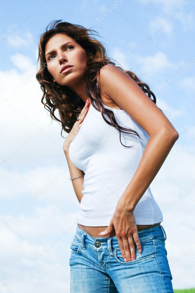 Serious young female model posing in style — Stock Photo #1370322