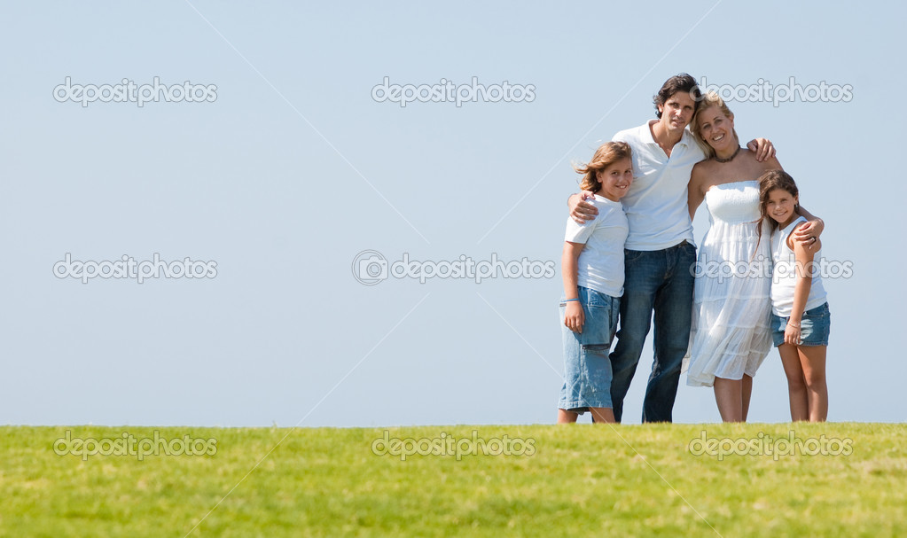 Portrait of happy family of enjoying together on sunny day — Stock fotografie #1371547