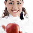 Female chef showing fresh apple — Stock fotografie