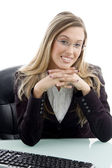 Portrait of smiling businesswoman — Stockfoto
