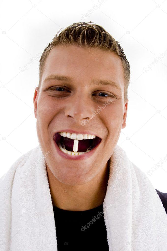 Капсула с цианидом в зубе
