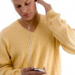Man listening music through ipod — Stock Photo #1674910