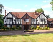 British Tudor Home — Stock Photo