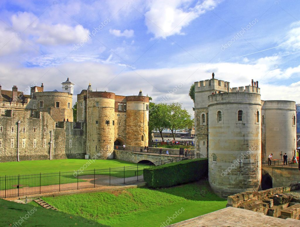 Tower of London in London, UK, great sky. — Stock Photo #1343751