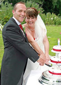 Bride and Groom cutting the Cake — Stock Photo