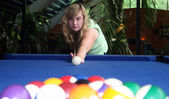 Lucy playing american pool — Stock Photo