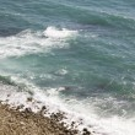 Shore breaking wave — Stock Photo