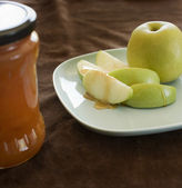 Honey and apple — Stock Photo