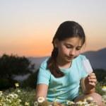 chica joven con una paleta — Foto de Stock