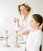 Mor och dotter sabat candels — Stockfoto