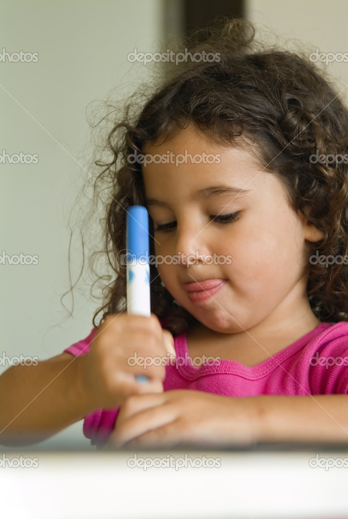 Little girl painting at home — Stock Photo #1414479