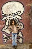 Young girl grafitti wall — Zdjęcie stockowe