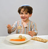 Boy matzo ball soup — Stock Photo