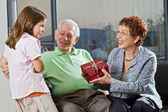 Grandparents gift grandchild — Stockfoto