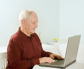 Senior man with laptop computer — Stock Photo