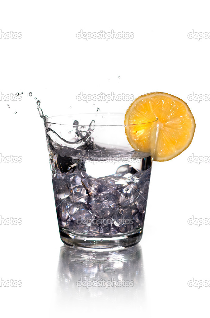 Splashing on vodka with lemon — Stock Photo #1336046