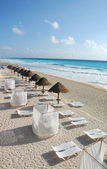 The beach by the Carribean sea in Cancun — Stock Photo