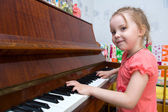 Game on a piano — Stockfoto