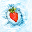 Heart from strawberry  in water — Stockfoto