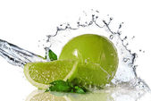 Water splash on lime with mint — Stok fotoğraf
