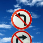 deux signes opposés de route — Photo