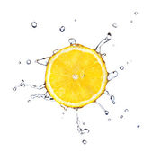 Citronskiva med vattendroppar — Stockfoto