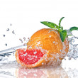 Water splash on grapefruit with mint — Stockfoto