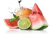 Water splash on fresh fruits — Stock Photo