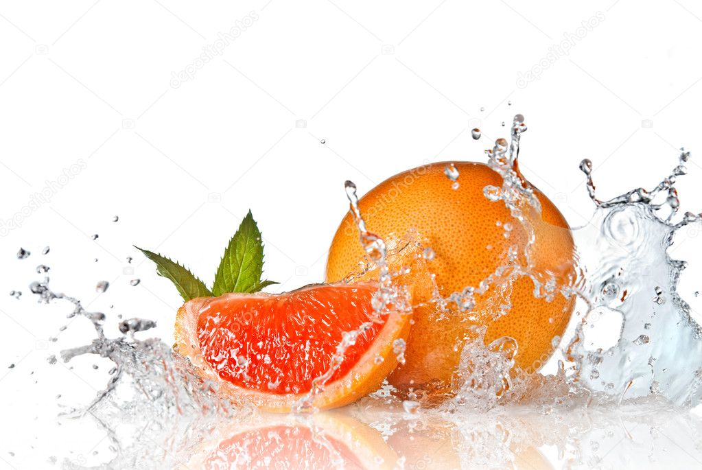 Water splash on grapefruit with mint isolated on white — Foto Stock #2634980