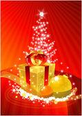 Goldene Geschenk-Box vor der Xmas-tre — Stockfoto