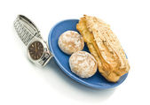 Lunch time - Watch and delicious pastry — Stock Photo