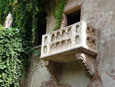 Famous Romeo and Juliet balcony — Stock Photo