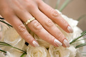 Wedding ring on a female hand — Stock Photo