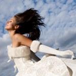 Beautiful fashion bride — Stock Photo