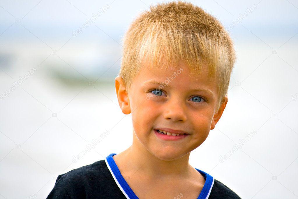 金发小男孩— 照片作者