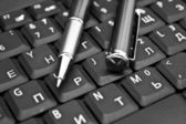 PEN ON KEYBOARD — Stock Photo