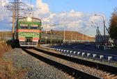 Поезд на треки — Стоковое фото