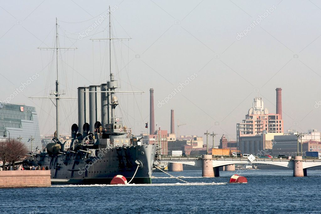 Classical Petersburg. A cruiser the Aurora. Neva. — Stock Photo #1483926