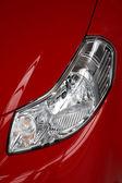 上一辆红色汽车前大灯 — 图库照片