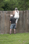 Nieuwsgierig buurman — Stockfoto