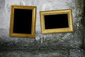 Grunge interiorl with vintage gold frame — Stock Photo