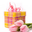 Pink tulips and gift box — Foto de Stock   #2099202
