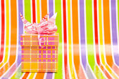 Gift box on a stripe background — 图库照片