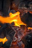 非常に熱い暖炉の丸太 — ストック写真