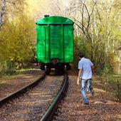 The guy runs behind train — Stock Photo