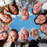 equipo feliz. el cielo azul — Foto de Stock