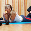 Tasty burger vs fitness training? — Stock Photo